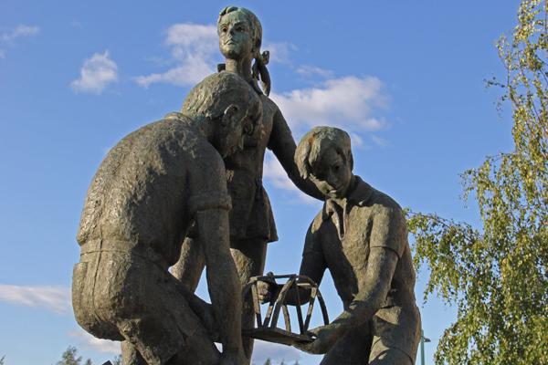 Tornio statues
