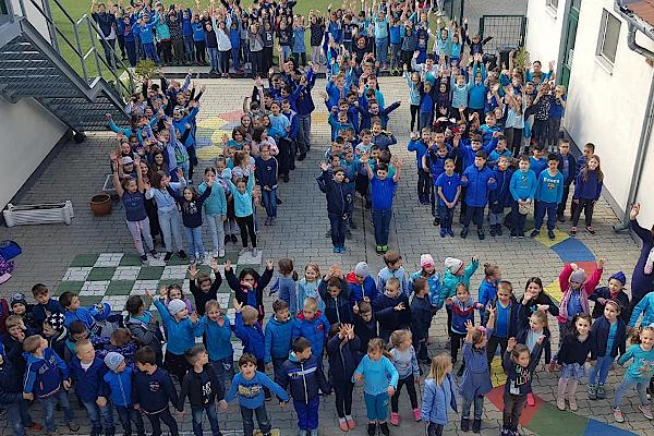 School dressed in blue